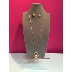 PEARL AND CRYSTAL NECKLACE & EARRINGS SET
