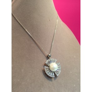 PEARL AND BAGUETTE PENDANT NECKLACE